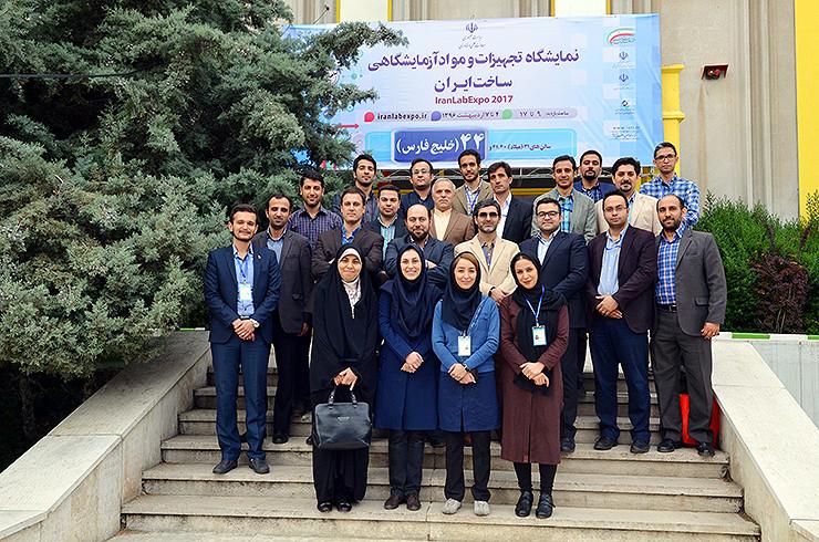 عکس یادگاری ستاد اجرایی پنجمین نمایشگاه تجهیزات و مواد آزمایشگاهی ساخت ایران