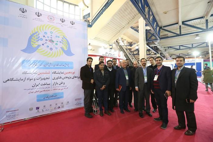عکس یادگاری ستاد اجرایی ششمین نمایشگاه تجهیزات و مواد آزمایشگاهی ساخت ایران