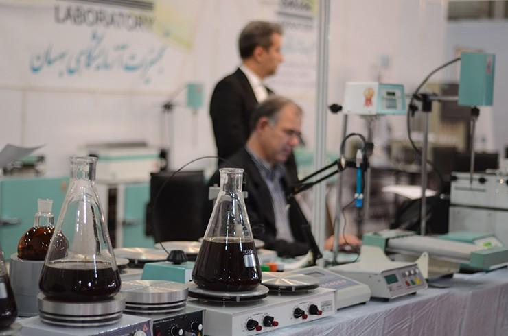 در میان غرفههای چهارمین نمایشگاه تجهیزات و مواد آزمایشگاهی ساخت ایران؛ هماکنون